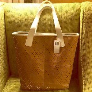 SAKS FIFTH AVENUE NWT TAN & WHITE PRORATED TOTE